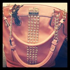 I don't like coach but love this bag!