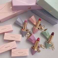lip colors and what they mean Kawaii Makeup, Cute Makeup, Pretty Makeup, Beauty Make-up, Beauty Skin, Makeup Goals, Makeup Inspo, Makeup Kit, Kosmetik Online Shop