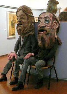 Due Fabi Pignatta si godono una proiezione al primo piano del museo civico Luigi Varoli durante l'inaugurazione della mostra UNA FORESTA-LABIRINTO DI MASCHERE avvenuta sabato 22 marzo 2014
