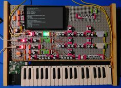 Custom programmable 4 oscillator synthesizer with KORG 'little bits' by Andrew Arrington
