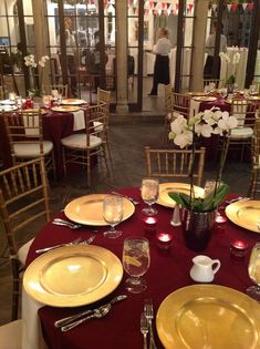 Burgundy linens, gold chargers, gold chivari chairs with ivory pads, simple orchid centerpieces, votive candles Burgundy And Gold, Burgundy Wedding, Red Wedding, Wedding Ideas, Wedding Rings, Popular Wedding Colors, Fall Wedding Colors, Orchid Centerpieces, Wedding Centerpieces