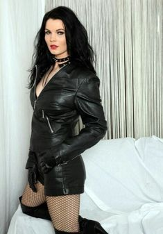to all the beautiful dominant women Leather Shorts, Leather Gloves, Fishnet Outfit, Leder Outfits, Thigh High Boots Heels, Elegantes Outfit, Latex Dress, Leather Dresses, Leggings