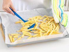 Pommes im Ofen selber machen - so geht's | LECKER