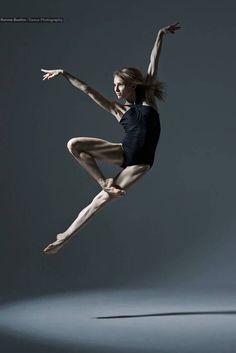 Personal project with australian ballet senior artist natasha kusch / ronnie boehm photographie. Dance Photography Poses, Dance Poses, Dance Picture Poses, Fitness Photography, Dance Images, Dance Pictures, Modern Dance, Dance Aesthetic, Dance Jumps