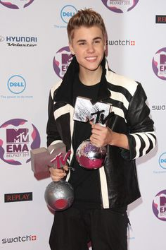 Lady Gaga, Justin Bieber show off trophies at MTV Europe Music Awards