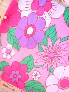 Vibrant 1970s Pale Pink And Mauve Floral Sheet  Fabric