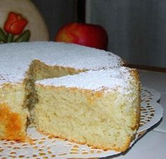 Sei a dieta, ma non vuoi rinunciare a una fetta di torta? Ecco la ricetta perfetta! La famosa torta all'acqua, soffice e leggera, senza uova, burro e latte.