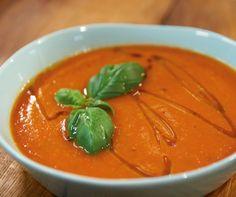 Rezept für Tomatensuppe bei Essen und Trinken. Ein Rezept für 4 Personen. Und weitere Rezepte in den Kategorien Brot / Brötchen / Toast, Gemüse, Kräuter, Milch + Milchprodukte, Vorspeise, Suppen / Eintöpfe, Dünsten, Kochen, Italienisch, Einfach, Schnell, Vegetarisch.