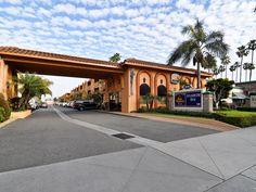 Best Western Anaheim Inn Front Entry - Good Neighbor Hotel Disneyland Good Neighbor Hotels, Best Western, Front Entry, Westerns, Sidewalk, Mansions, House Styles, Home Decor, Decoration Home