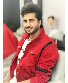 Jassi gill is an actor, model and singer of Bollywood industry. He is well known singer and handsome actor. Cute Boy Photo, Photo Poses For Boy, Boy Poses, Handsome Actors, Handsome Boys, Jassi Gill Hairstyle, Punjabi Boys, Punjabi Models, Swag Boys