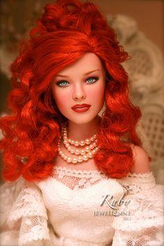 "Goddess Of Fashion I THINK she uses Tyler, a larger fashion doll, but her work inspires me to get back into ""dolling"" Lovey lovely! Fashion Dolls, Moda Fashion, Pretty Dolls, Beautiful Dolls, Beautiful Eyes, Vintage Barbie, Manequin, Diva Dolls, Poppy Parker"