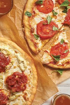Feb 2020 - Classic crusty, chewy thin-crust pizza with toppings inspired by MOD Pizza. Pizza Flavors, Pizza Recipes, Flour Recipes, Bread Recipes, Thin Crust Pizza, Pizza Pizza, Pizza King, Pizza Party, King Arthur Pizza Crust Recipe