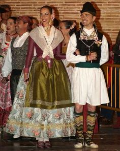 Traditional Dresses, Victoria, Costumes, Gowns, Disney Princess, Lace, Fabric, How To Wear, Beautiful