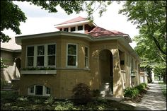 Google Image Result for http://www.affordablehousinginstitute.org/blogs/us/wapo_chicago_bungalow_050529.jpg