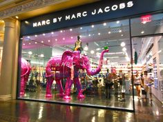 Marc Jacobs @ Caesar's Palace Forum Shops  (The pink elephant is a regular visitor for window displays)