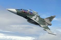 F-39 Gripen Military Jets, Military Aircraft, Air Fighter, Fighter Jets, Saab Jas 39 Gripen, Black Wallpaper Iphone Dark, Aircraft Painting, Dog Fighting, Fighter Aircraft