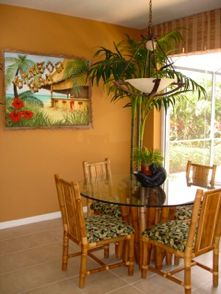 Tropical Home Decorating Style Like the chandeler Tropical Home Decor, Tropical Houses, Tropical Style, Wicker Dining Set, Dining Nook, Living Room Orange, Living Room Colors, Diy Furniture Restoration, British Colonial Decor