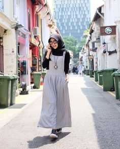 Printing Videos Ring Products To Stop Overeating Pictures Product Modern Hijab Fashion, Abaya Fashion, Muslim Fashion, Modest Fashion, Fashion Dresses, Casual Hijab Outfit, Hijab Chic, Hijab Dress, Hijab Fashionista