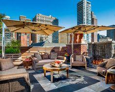 Sonnenschirm-Dachterrasse-Ideen-gelbe-Farbe-modern