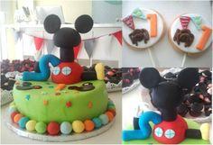 Mickey, tarta y galletas.