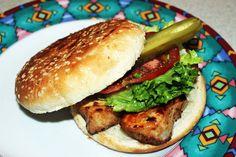 Mon burger de poulet - Venez découvrir une multitude de recettes BBQ de POM® qui célèbre le bon goût du Québec! #PainPOM125ans