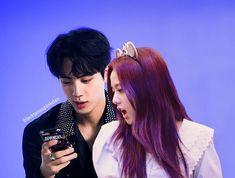 Purple-soo is lejindary 😻 [fan edit] . Kpop Couples, Fan Edits, Korean Couple, Blackpink And Bts, Ji Soo, Blackpink Jisoo, Bts Jin, Taeyong, Jaehyun
