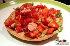 Ricetta freselle pomodoro, basilico e tonno