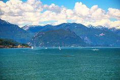 """POST NOVO! Apesar de ser a capital da Colúmbia Britânica Victoria não é ligada por terra ao restante do Canadá. Por isso a maneira mais comum de se chegar em Victoria é de balsa a partir de Vancouver.  A vantagem? Além da paisagem que é incrível você ainda corre o """"risco"""" de ver baleias pelo caminho. Fique de olhos bem abertos e aprecie essa viagem  Confira a matéria completa em http://ift.tt/1ZbGH4z ou no link no nosso perfil!  #victoria #britshcolumbia #columbiabritanica #canada…"""