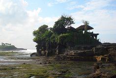 Die Tempelanlage Tana Lot direkt am Meer. Bali, World Pictures, Am Meer, Travel, Pictures, Indonesia, Travel Report, Island, Viajes