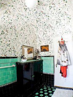 Bathroom // Fancy floor tiles + lovely colors
