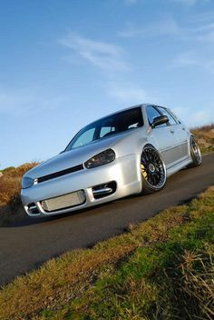 MK4 Volkswagen golf 4 door GLS 1.8t with boser style hood <3