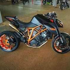 KTM 1290 SUPERDUKE BLACK-ORANGE