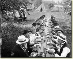 Reunion of veterans of battle of Gettysburg in 1913...