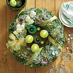 54 Festive Christmas Wreaths: Wreath Centerpiece