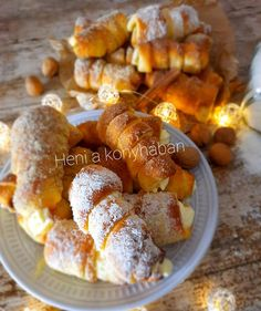 Kurtos Kalacs, Pretzel Bites, French Toast, Cooking Recipes, Minion, Bread, Breakfast, Food, Hungarian Recipes