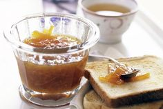 Use this three-ingredient recipe to make lemon marmalade. Although the recipe is simple, it takes time to carry out, but the end result is worth it! Lemon Marmalade, Marmalade Recipe, Lemon Recipes, Sauce Recipes, Cooking Recipes, Yummy Recipes, Three Ingredient Recipes, Quick Easy Desserts, Side Dish Recipes
