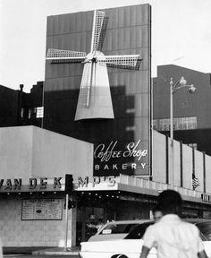 Van De Kamps on Wilshire Blvd