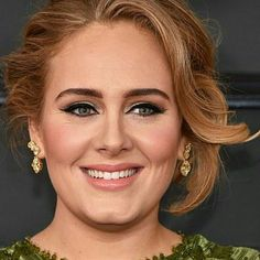 Miss the 2017 Grammy Awards? Discover the best celebrity hair and makeup looks here. Adele Face, Adele 19, Adele Music, Adele Concert, Adele Tour 2016, Adele Grammys, Adele Pictures, Adele Adkins, Celebrity Hairstyles