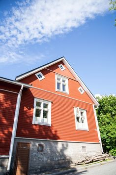 Käsintehtyä ja kaunista: Mailman ainoo Pispala House Landscape, Finland, Nature Photography, Garage Doors, Hiking, Cabin, Mansions, House Styles, Outdoor Decor