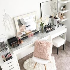 My display room ..Perth babes..Don't forget I have a display room your welcome to pop over and have a look at anytime.  I love talking all things makeup and storage, simply email vanitycollections@outlook.com or text me on 0400858903 to arrange a time. I'm located 8mins from Lakeside Joondalup (the big shopping centre)...Link to our online store on our Insta page or visitwww.vanitycollections.com.au #makeupstorage #makeupholder #makeuptable #makeupjunkie #makeupmirror #beauty #beauty...