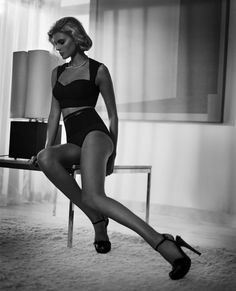 noirfacade: Siempre Grace | Maryna Linchuk by Vincent Peters for Vogue España January 2012