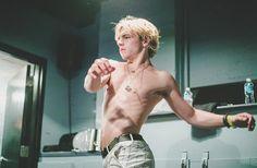 desnudo xxxx Lynch Ross imagenes