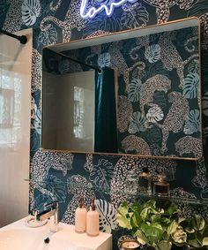 Wallpaper Art Deco, Accent Wallpaper, Powder Room Wallpaper, Bold Wallpaper, Modern Wallpaper, Bathroom Wallpaper Green, Black Wallpaper Bedroom, Wallpaper Designs For Walls, Wallpaper Ceiling