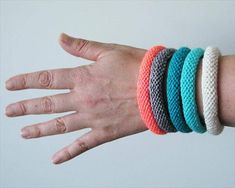 10 Easy and Free Crochet Bracelet Patterns – 101 Crochet Patterns Crochet Bracelet Tutorial, Knit Bracelet, Crochet Beaded Bracelets, Bead Crochet, Free Crochet, Knitted Jewelry, Yarn Bracelets, Loom Knitting, Knitting Patterns Free