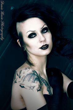 Nice portrait of Goth Girl and her body art