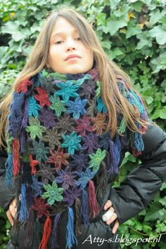 Atty's : Flower Scarf- She has pattern for stars