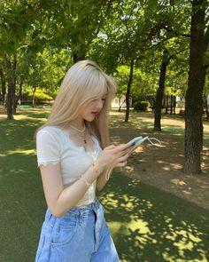 Ulzzang Korean Girl, Cute Korean Girl, Asian Girl, Aesthetic Couple, Aesthetic Girl, Kpop Girl Groups, Kpop Girls, G Friend, Just Girl Things