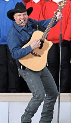 All sizes | Garth Brooks and his tight wrangler jeans | Flickr - Photo Sharing!