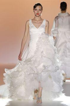 #kamzakrasou #sexi #love #jeans #clothes #coat #shoes #fashion #style #outfit #heels #bags #treasure #blouses #dressKolekcia Barcelona Bridal Week a španielska návrhárka Patricia Avendaño