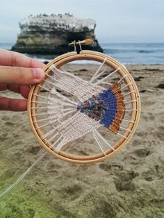 craftophilia: PROJECT REPORT 5 - Circular Weaving. <beautiful ideas!>